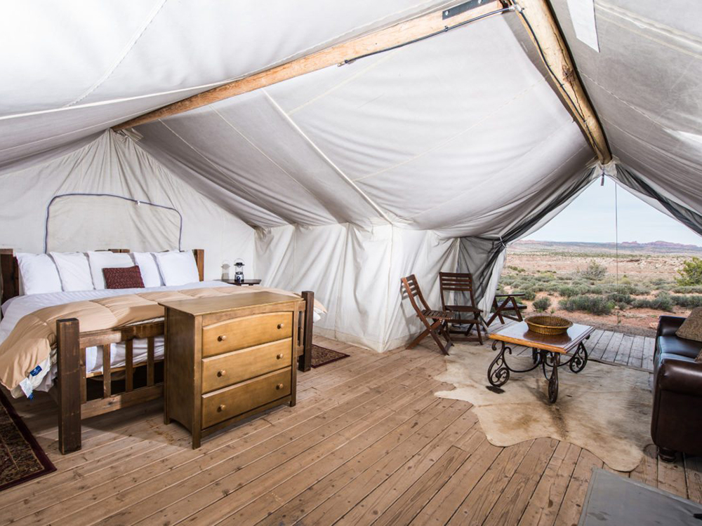family-travel-with-under-canvas